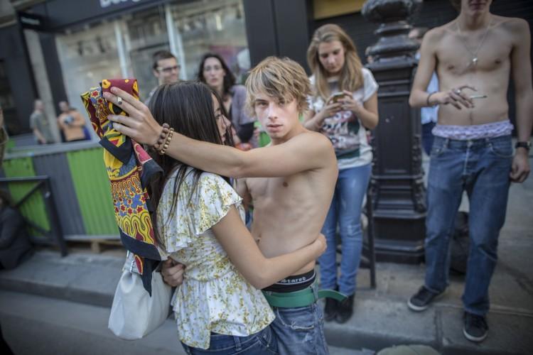 Pour ses vingt ans, Solidarite Sida fait sa Love Parade dans les rues de Paris. Le 30 septembre 2012.